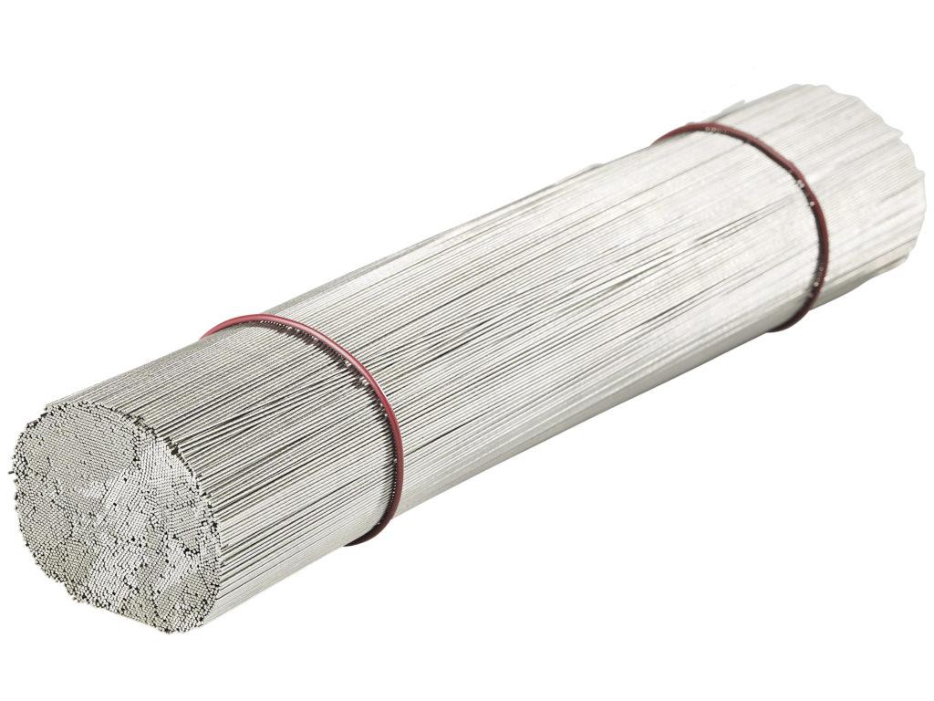 Galvad tråd, riktad och kapad.