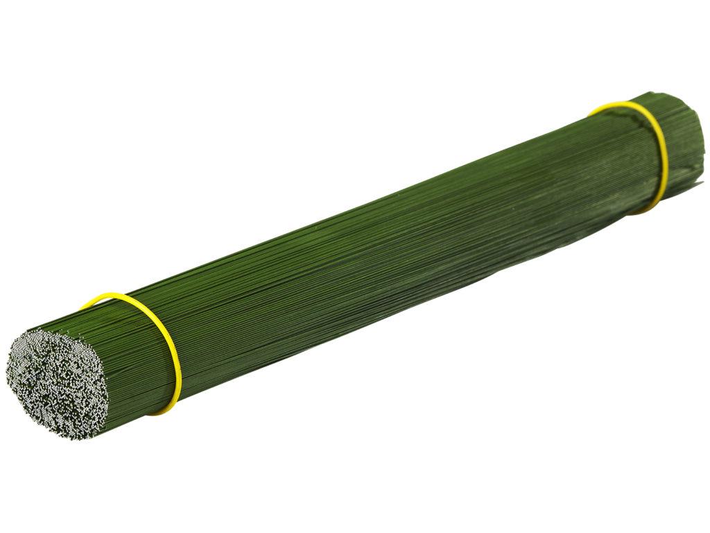 Grönlackerad tråd, riktad och kapad.